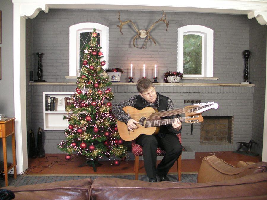 Poseren met harpgitaar voor de KerstDVD
